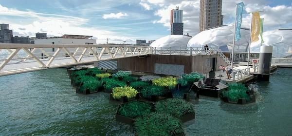 Recycled Park bertujuan mengurangi dan mencegah sampah plastik dari anak Sungai New Meuse, sebelum mengalir sampai ke Laut Utara (WHIM architecture)