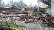 Gelombang Pasang Rusak Rumah Makan di Pantai Kaur Bengkulu