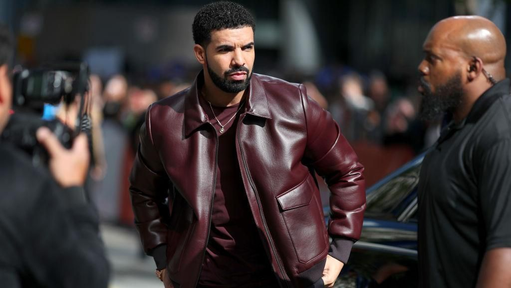 Mewah, Drake Pakai Pelindung iPhone Seharga Rp 5,6 Miliar