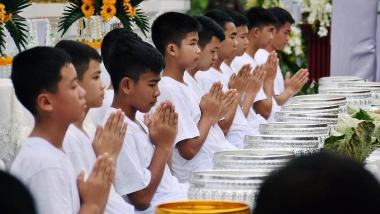 Begini Momen 11 Remaja Thailand Ditahbiskan Jadi Biksu