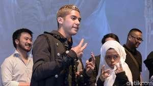 Ini Vokalis Band yang Dipeluk dan Dicium Iqbaal Ramadhan