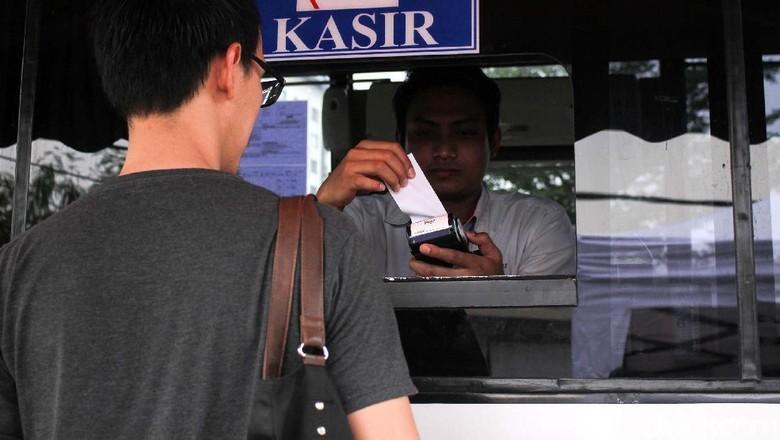 Pembayaran pajak kendaraan Foto: Rifkianto Nugroho