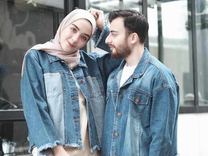 Tips Pakai Baju Couple Kekinian Ala Selebgram Hamidah Rachmayanti