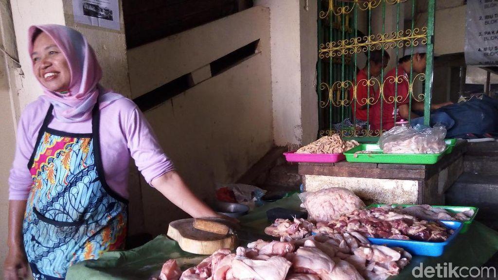 Harga Daging Ayam Tinggi, Pedagang Makanan Enggan Naikkan Harga