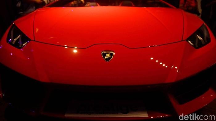 Importir mobil mewah Prestige Image Motorcars kembali memboyong mobil mewah ke Indonesia. Kali ini giliran Lamborghini Huracan Spyder yang dibawa ke Indonesia.