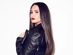 Demi Lovato Dilamar Pakai Cincin Berlian Rp 3,6 Miliar