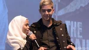 Pelukan Mesra Alyssa Daguise untuk Al Ghazali di Bromo