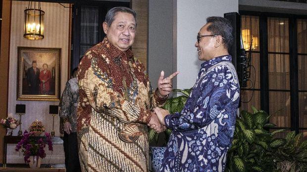 Ketua Umum Partai Demokrat Susilo Bambang Yudhoyono (SBY) menerima Zulkifli Hasan, di kediaman SBY, di kawasan Mega Kuningan, Jakarta, Rabu (25/7).