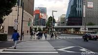 Di wilayah Ginza, Jepang, warga begitu menaati aturan saat menggunakan pelican crossing. Foto: Niken Purnamasari/ detikcom