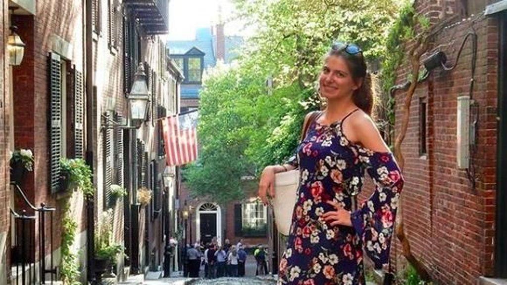 Dulce Maria Carita de Angel yang Kini Cantik dan Suka Traveling