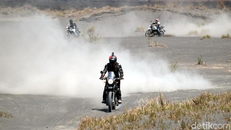 Trabas Lautan Pasir Bromo naik motor Royal Enfield Himalayan (dok. Istimewa)