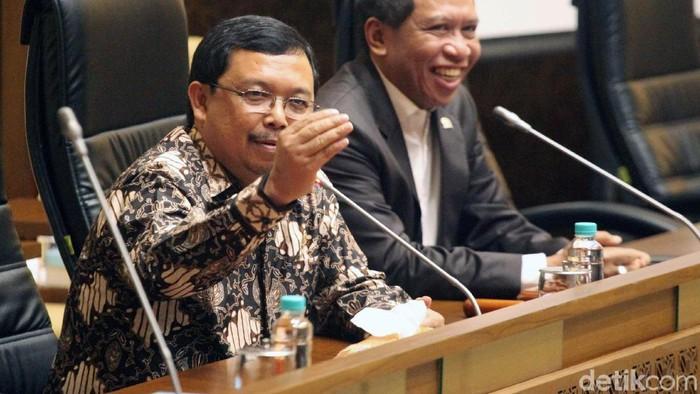 Politisi Partai Demokrat Herman Khaeron dilantik menjadi Wakil Ketua Komisi II DPR. Pelantikan tersebut untuk mengisi pimpinan Komisi II yang kosong.
