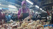 Omzet Turun Hingga 70%, Begini Curhatan Pedagang Ayam di Surabaya