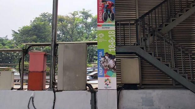 Dinding di gerbang tol dihias branding Asian Games