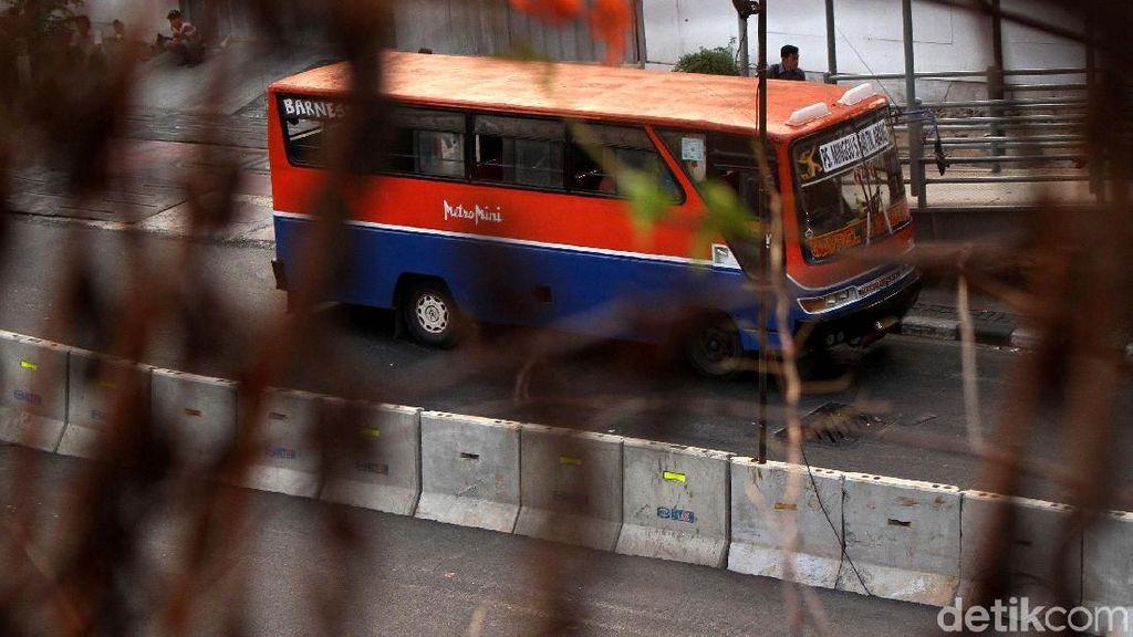 Ada TransJakarta Diadang, Metromini Harusnya Sudah Tak Operasi!
