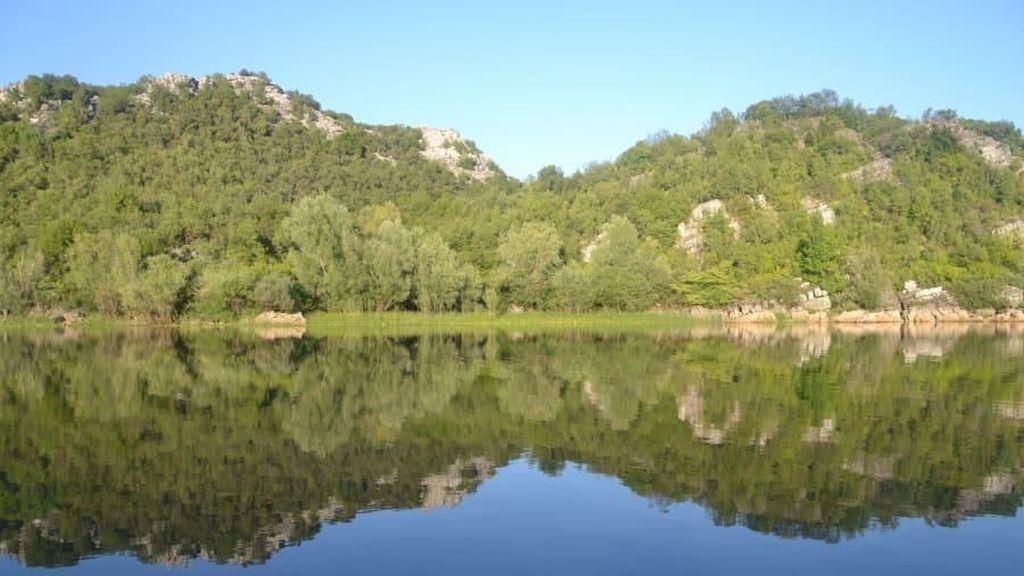 Uniknya Danau Paling Besar di Eropa Selatan