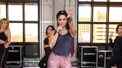 Penyanyi Amerika Serikat Demi Lovato selalu menjadi pusat perhatian ketika berada di atas panggung. Intip rahasia olahraga yang membuat badannya sempurna.
