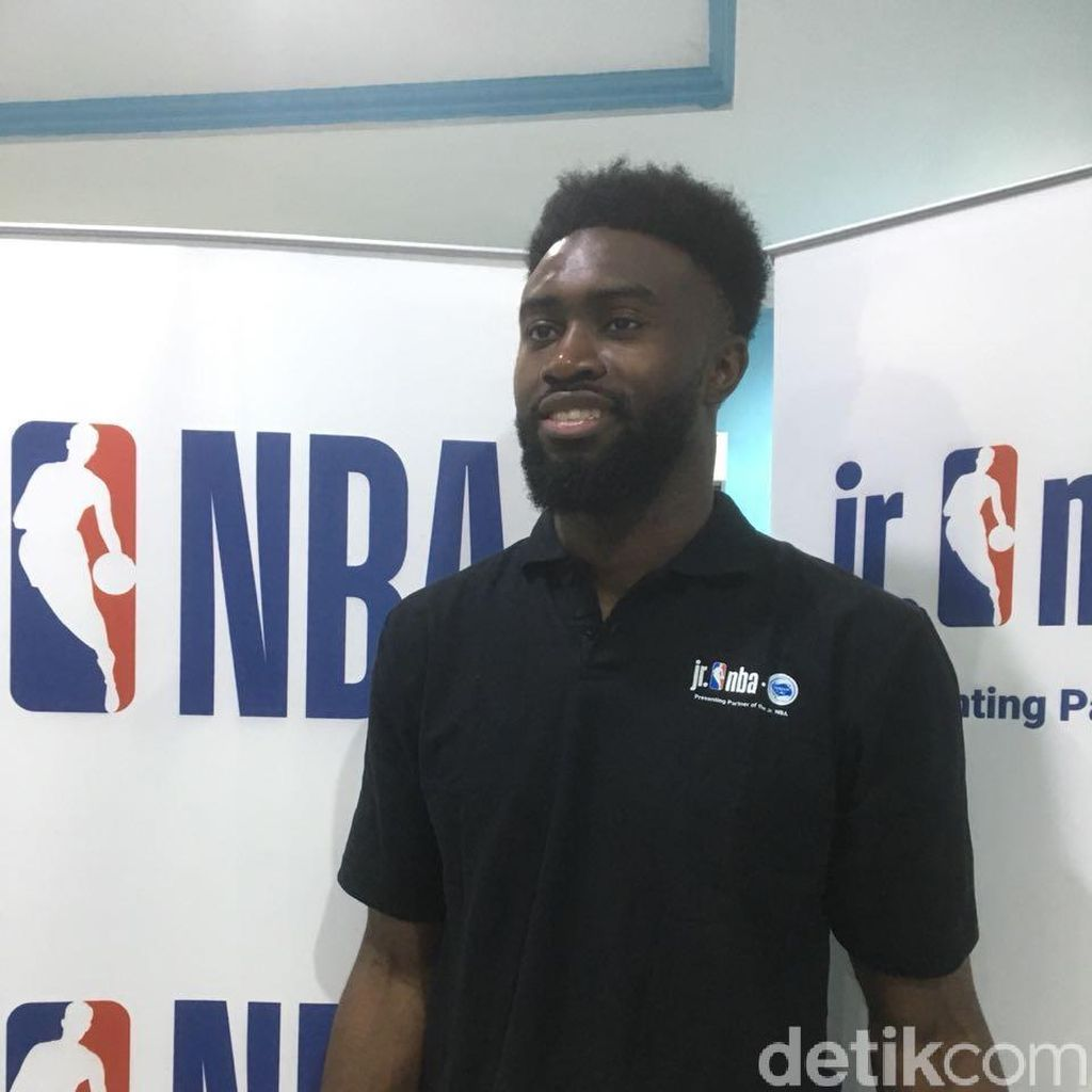 Pebasket NBA Jaylen Brown Transfer Ilmu di Indonesia