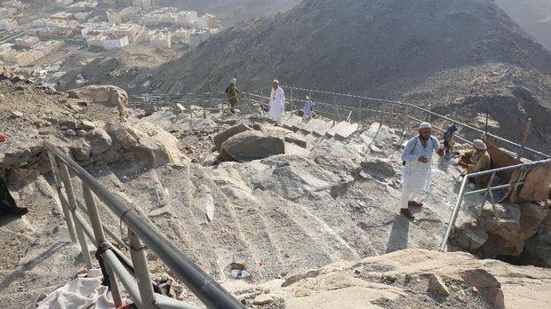 Potret Gua Hira di Balik Terjalnya Jabal Nur