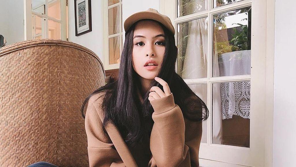 7 Style Kuliah Simple Maudy Ayunda, Cocok Buat ke Kampus