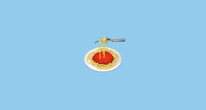 Orang yang suka menggunakan emoji spaghetti, merupakan orang yang lebih suka berada di rumah. Mereka menyukai sesuatu yang nyaman, dan segar. Foto: Emojipedia