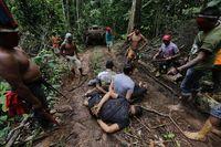 Para penebang liar yang tertangkap oleh Funai dan suku-suku Amazon (Reuters)