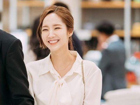 Ini Rahasia Wajah Porselen Park Min Young di 'Secretary Kim'
