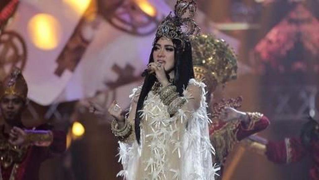 Heboh Tiket Konser Syahrini, Giring Kritik Anies Baswedan