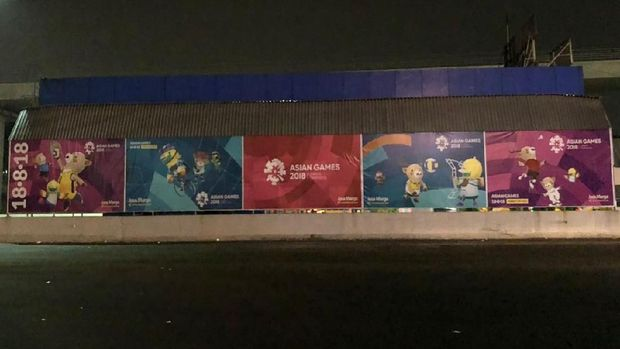 Banner Asian Games juga dipasang di pinggir jalan tol