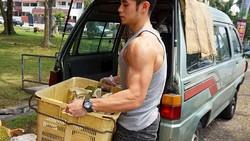 Jordan Yeoh adalah model binaraga asal Malaysia yang populer karena pernah terpotret berjualan durian. Karena itu ia dijuluki pangeran durian.