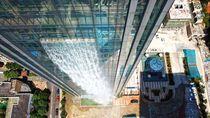 Wow! China Punya Air Terjun di Gedung Pencakar Langit