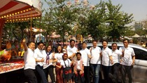 Kebahagiaan Keluarga Indonesia dalam Sebuah Mobil
