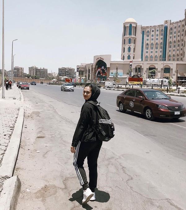 Inisaat si Ceyco terlihat sumringah di salah kota besar Afrika. Di mana dia? Jawabannya di Kota Kairo, Mesir (ceycogeorgia/Instagram)