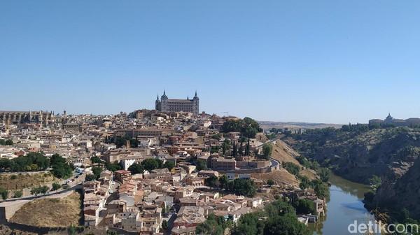 Toledo merupakan kota cantik yang berjarak 70 km di arah barat daya Madrid. (Dhani Irawan/detikTravel)