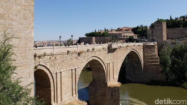 Toledo juga dijuluki sebagai Kota dengan 3 Budaya bila ditilik dari sisi sejarahnya yaitu Kristen, Muslim, dan Yahudi. (Dhani Irawan/detikTravel)