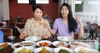Cicip Masakan Minang, Ibu Youtuber Korea Ini:
