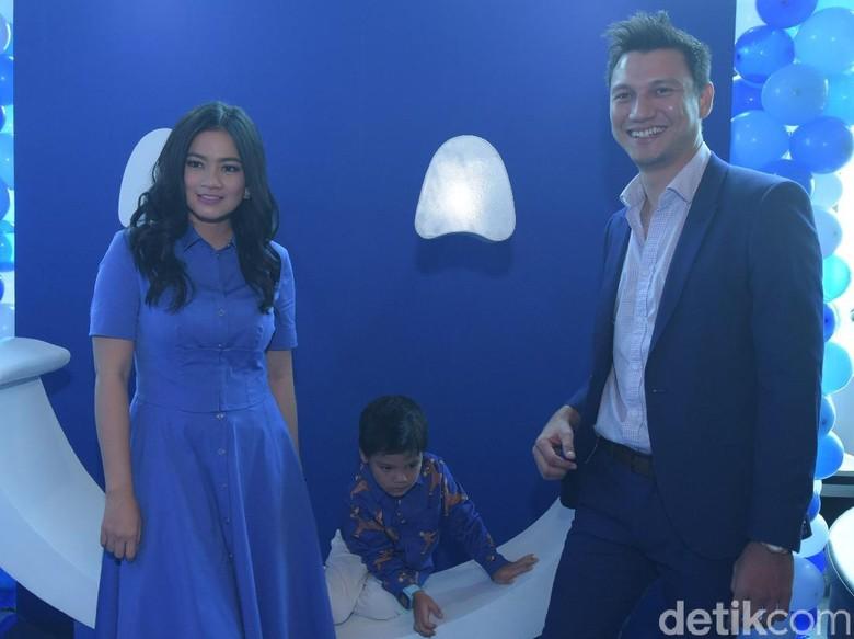 Foto: Titi Kamal, Juna, dan Christian Sugiono (Noel/detikHOT)