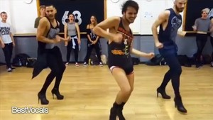 Foto: Ketika Cowok Kekar Brewokan Nge-Dance Pakai High Heels