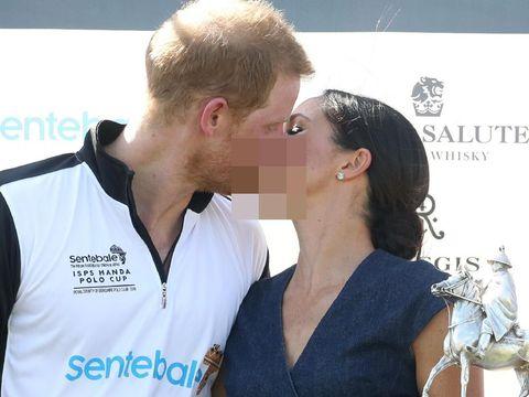 Bahasa tubuh Pangeran Harry saat mencium Meghan Markle/