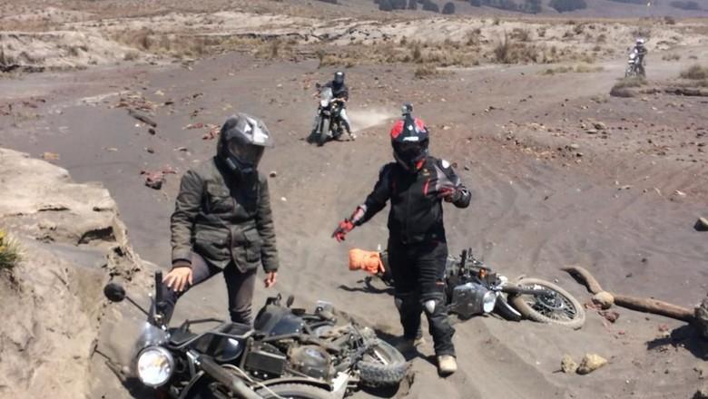 Touring motor Royal Enfield Himalayan ke Bromo