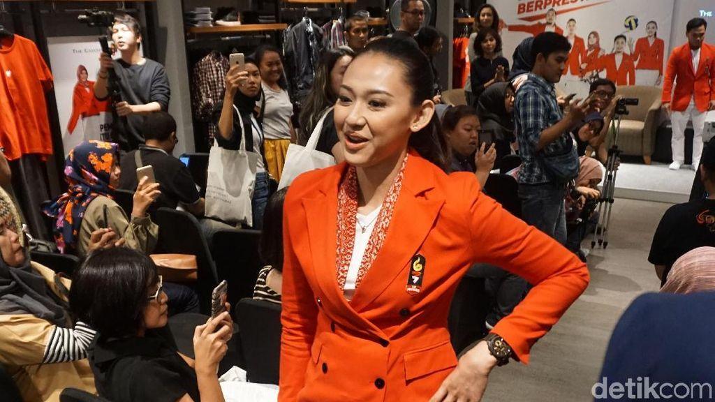 Gaya Atlet Voli Pungky Afriecia Jadi Model Dadakan Seragam Defile Indonesia