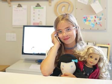Kini Charlotte punya ruangan yang dia sebut kantor. Di sana, Charlotte menyimpan sketsa, perlengkapan dan semua karyanya yang luar biasa. (Foto: Instagram/stitchesbycharlotte)