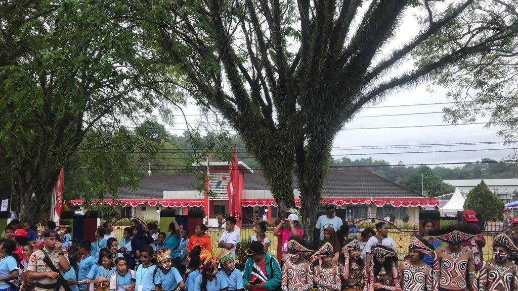 Bareng Komunitas, Pertamina Ramaikan Kirab Obor Asian Games di Sorong