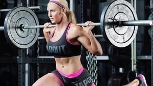 Intip Olahraga Pegulat Cantik Charlotte Flair yang Jago Smackdown