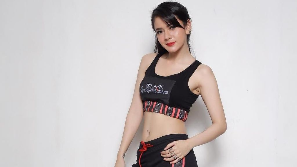 Seksinya DJ Cantik Teman Duet Mita The Virgin, Citra Anidya Saat Olahraga
