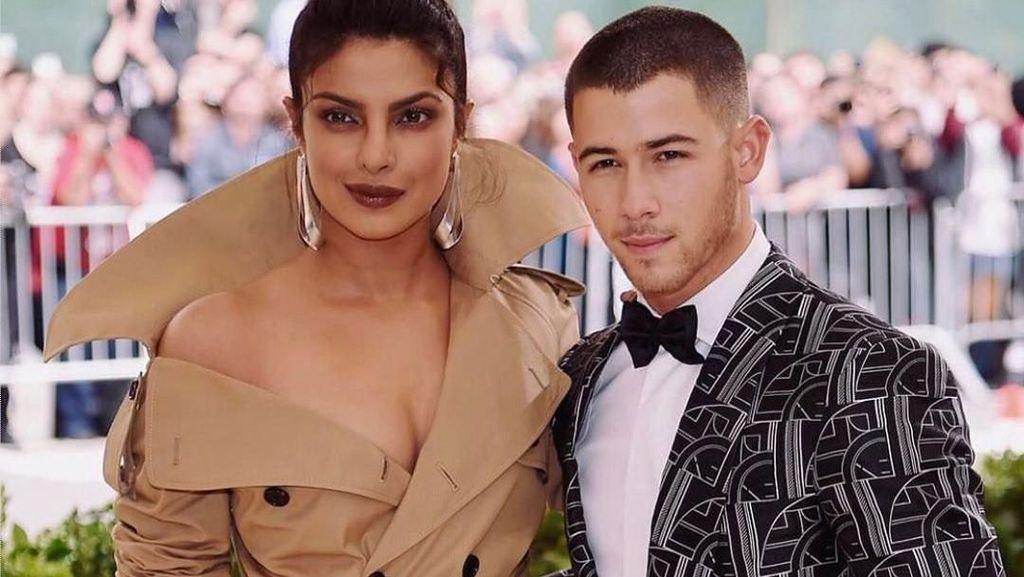 Nick Jonas dan Priyanka Chopra Makin Intim usai Tunangan