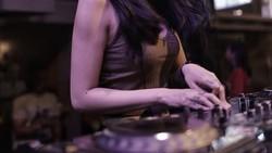 Nama Citra Anidya makin dikenal publik sejak jadi rekan duet Mita dengan membentuk duo DJ bernama Black Champagne. Selain jago nge-DJ, ia juga gemar olahraga.