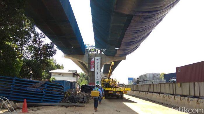 Proyek tol Jakarta-Cikampek layang/Foto: Trio Hamdani/detikFinance