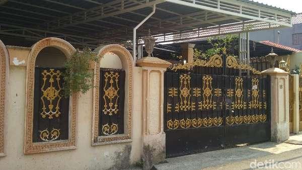 Penampakan Rumah Elvy Sukaesih yang Terancam Disita