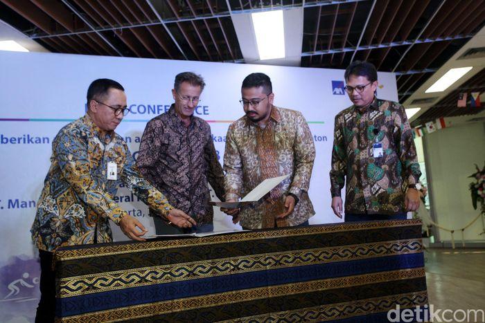 PT Mandiri AXA General Indonesia (MAGI) dan PT Pison Tickettech (KiosTix) menandatangani kerja sama di Jakarta, Jumat (27/7/2018).
